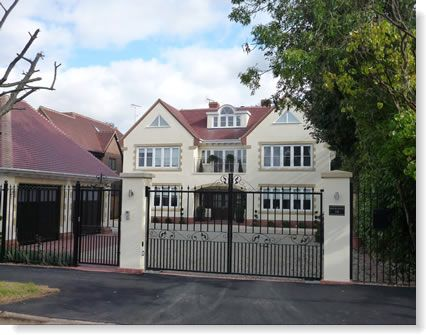 6 bedroom house in Beaconsfield